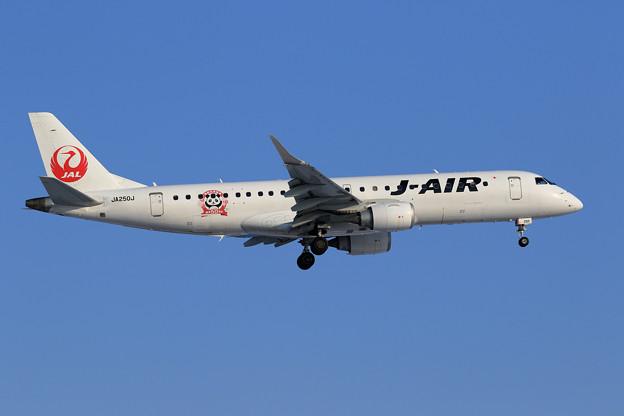 ERJ-190 J-AIR JA250J approach