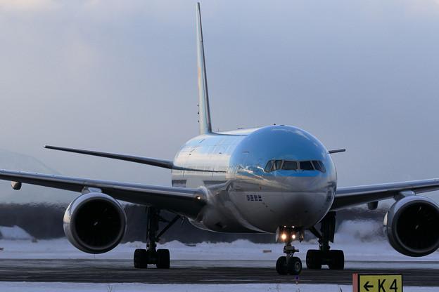 Boeing777 KAL HL7574