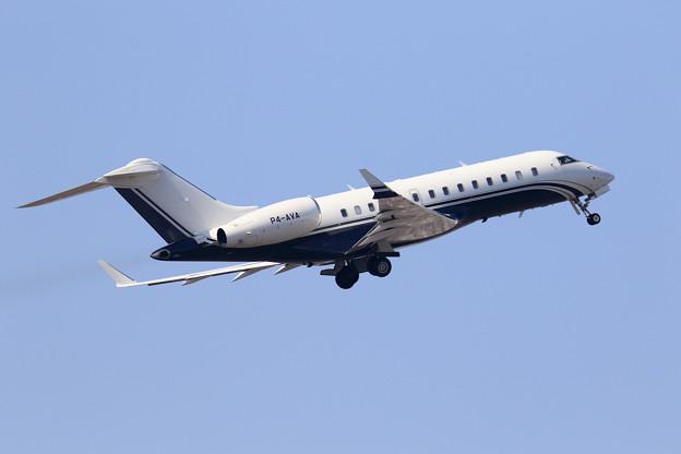 Bombardier Global 5000 P4-AVA (3)