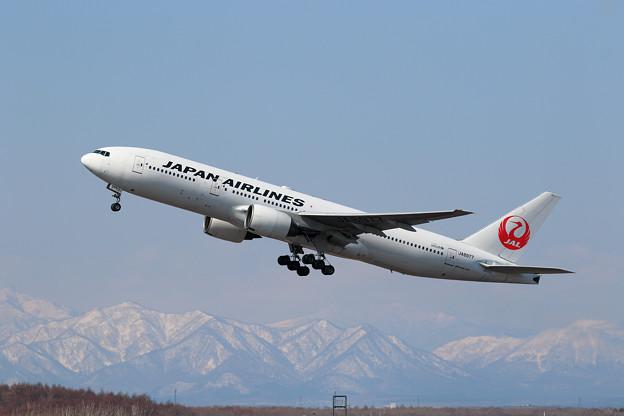 B777 JAL JA8977 takeoff