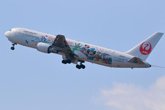 B767 JAL JA612J takeoff