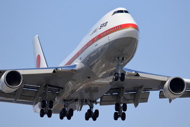 Photos: Boeing747-400 政府専用機 RJCC19L approach (3)