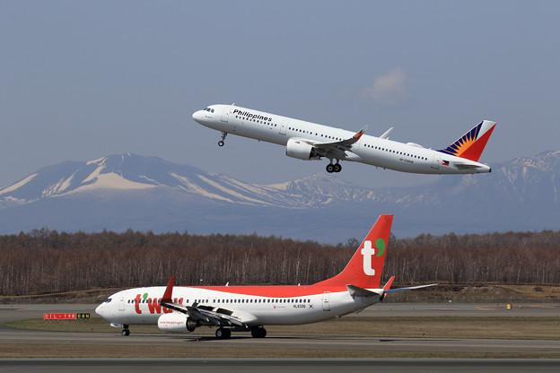 A321neo PAL RP-C9936とB737 TWB HL8306