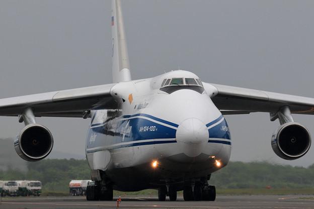 Antonov An124 RA-82044 飛来 (2)