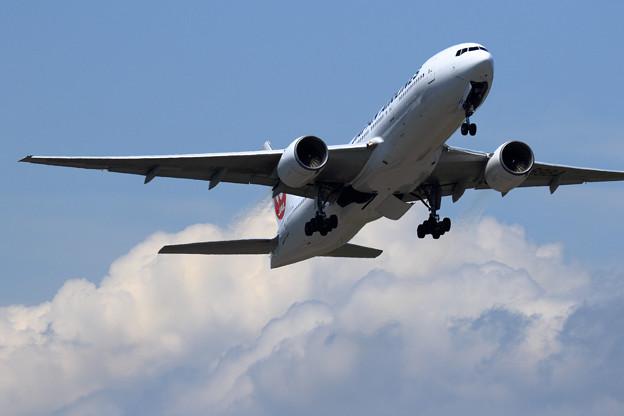 B777 JAL JA8984 takeoff