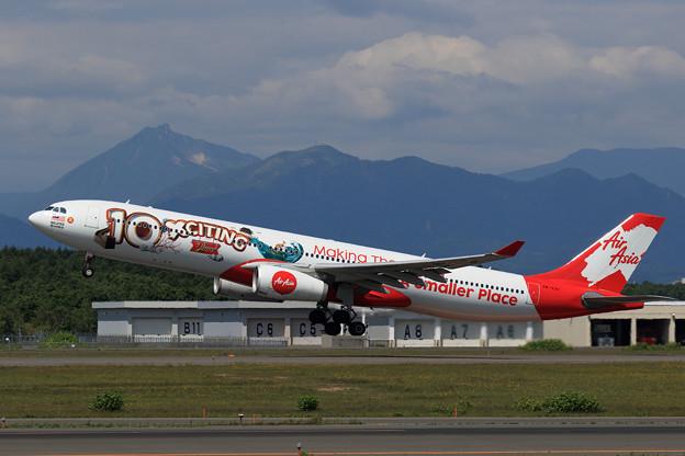 A330 AirAsiaX 10th anniversary livery (2)