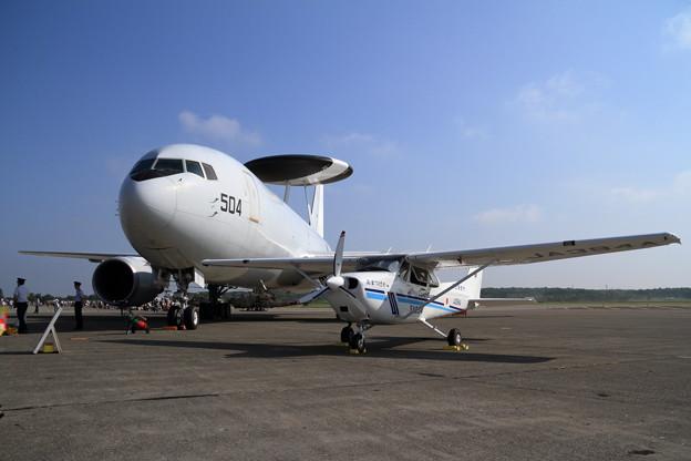 千歳航空祭 地上展示 E-767とJCGの Cessna172S