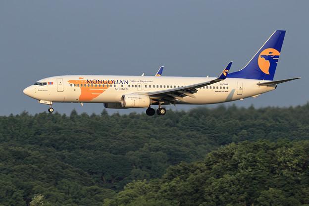 Boeing737 Mongolian Airlines JU-1088 (1)
