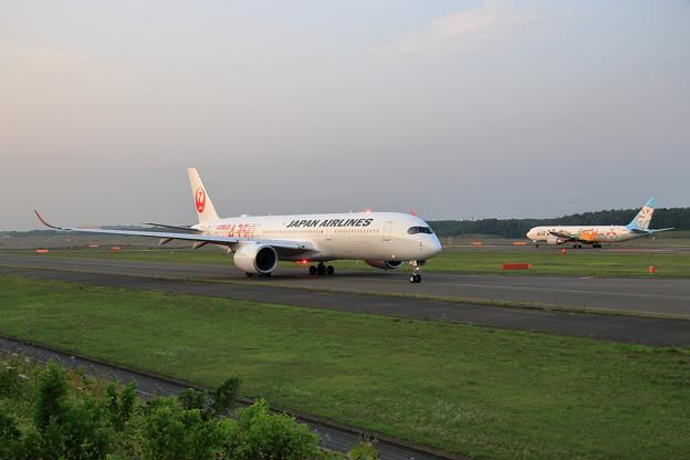 A350-900 JAL JA01XJ Rwy01Lへ (1)