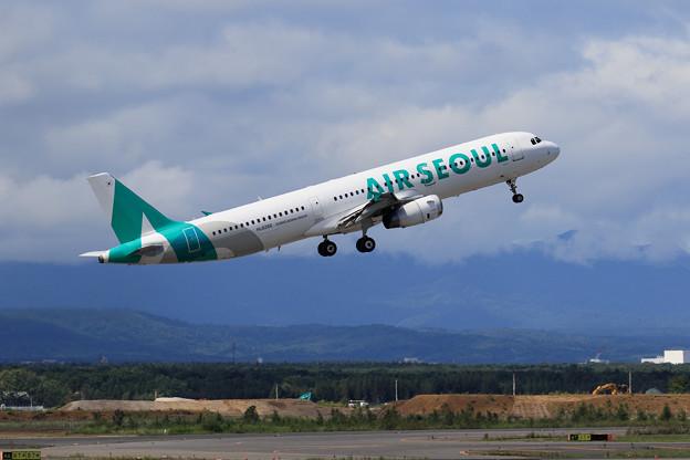 A321 Air Seoul HL8266 takeoff
