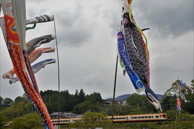 鯉のぼりと…近鉄大阪線