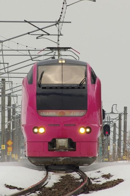 """E653系1000番台U107編成(""""ハマナス色"""") いなほ5号"""