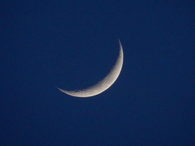写真: 月齢3の月