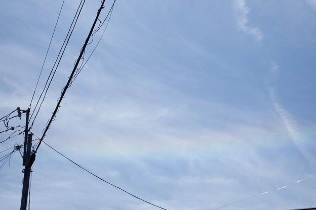 薄い彩雲 (環水平アークのようですね。)