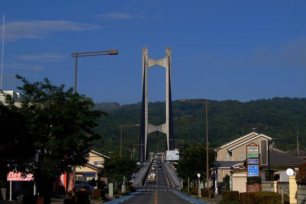 順光の秩父公園橋