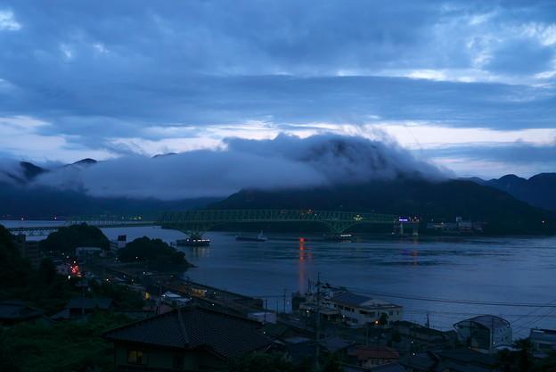 雲に覆われて