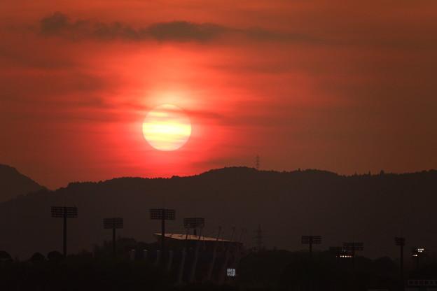 夕陽 山端に