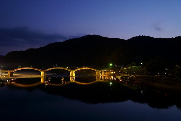 写真: 錦帯橋の夜