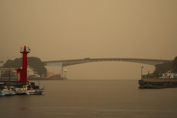 上関大橋 雨