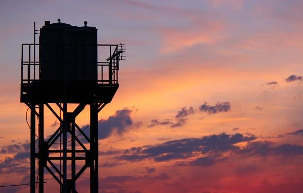 夕暮れの給水塔