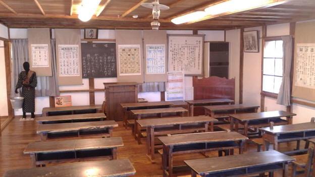 西予市、開明学校の教室