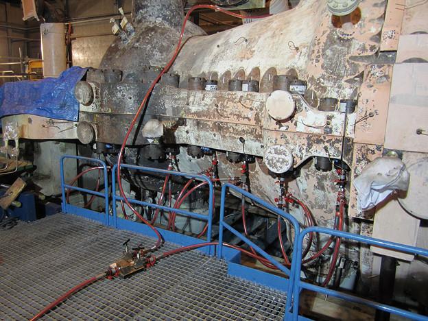 油圧ナットで蒸気タービンケーシングボルト締め - ボルトエンジニア