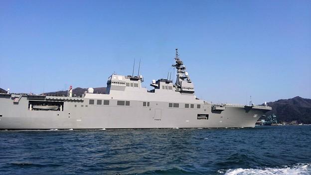写真: 自衛隊艦船 入港