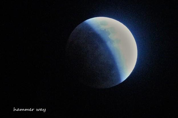 スーパーブルームーンの月食