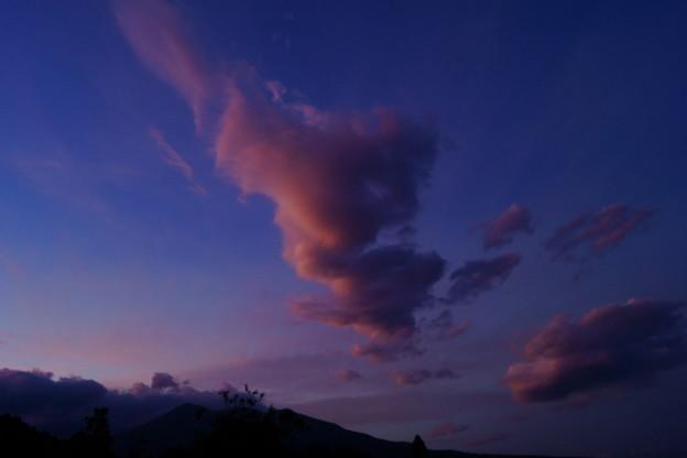 染まる雲と