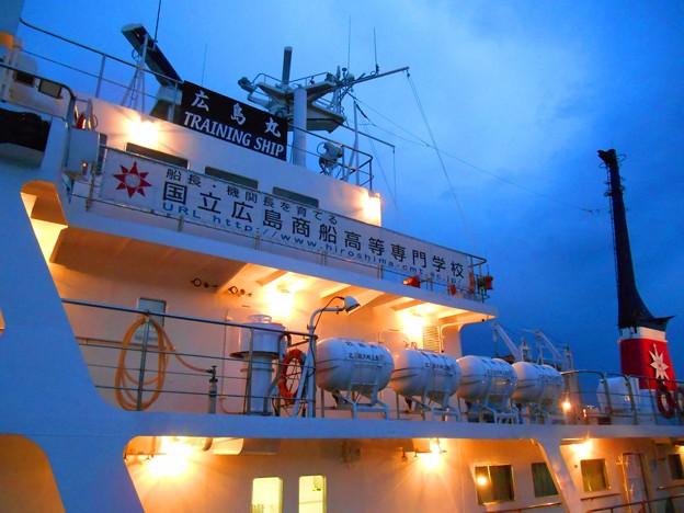 夜泊中の練習船広島丸