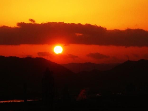 糸崎の丘の夕陽と茜色に染まる沼田川