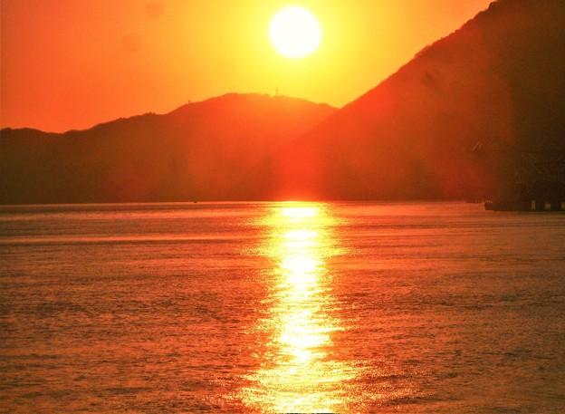 瀬戸内海・燧灘(ひうちなだ)の夕陽