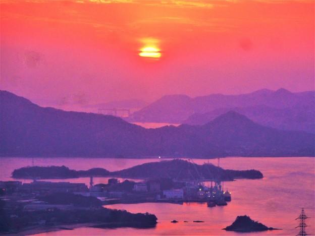 写真: しまなみ海道の夕陽@高見山山頂展望台