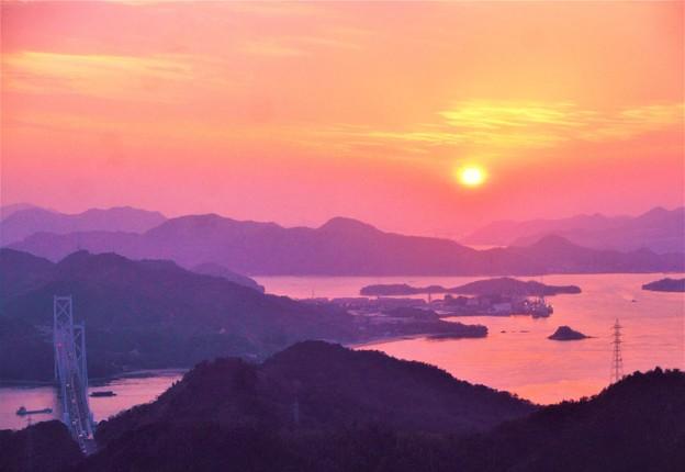 しまなみ海道春景色@因島大橋の夕陽@夕靄の布刈瀬戸