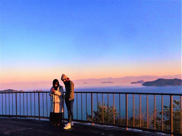 遥か遠く四国連山が見える快晴の燧灘@高見山山頂展望台の夕暮れ