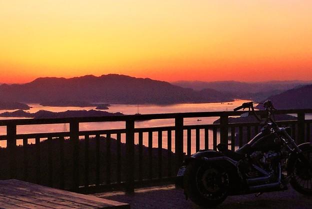 Photos: バイク野郎たちの夕陽ウォッチング@しまなみ海道@高見山展望台