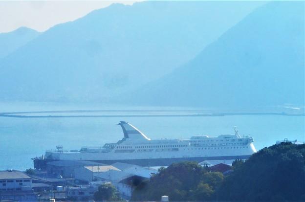 写真: 真夏の豪華クルーズ船 白鴎(はくおう)接岸中@三原・糸崎港