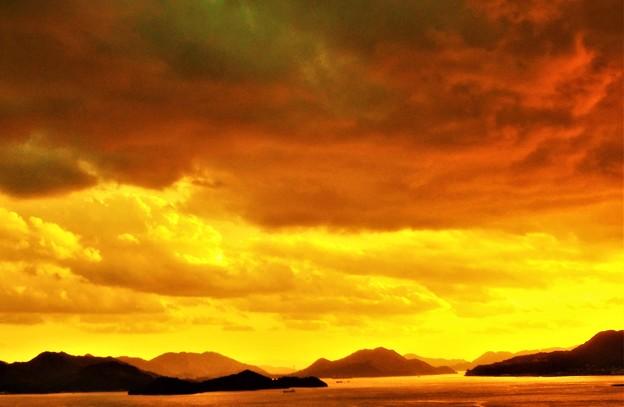 秋の夕暮れ@しまなみ海道生口(いくち)大橋が見える@糸崎の丘