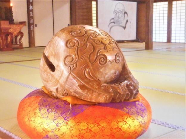 写真: 大方丈の大きな木魚@秋の佛通寺