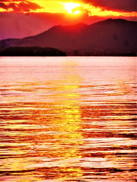 新春の瀬戸内海の夕陽