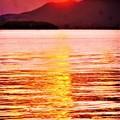 写真: 新春の瀬戸内海の夕陽