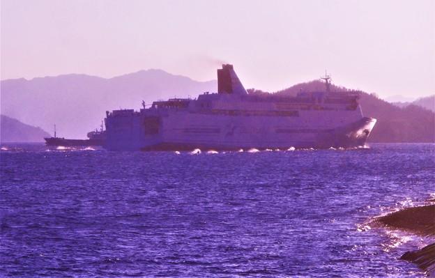 進路は西@瀬戸内をクルーズする豪華客船