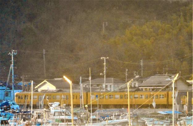 早春の漁港前のR2沿いを走る@JR山陽本線