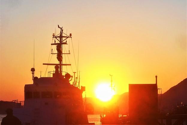 尾道港岸壁の夕陽