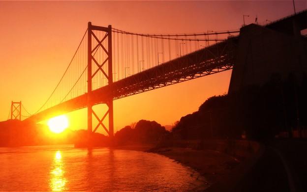 Photos: 早春のしまなみ海道の夕陽@因島大橋・布刈の瀬戸