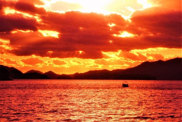 瀬戸内海 燧灘(ヒウチナダ)の夕暮れ