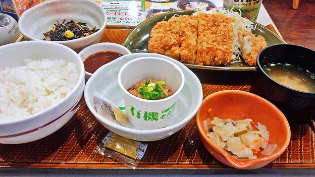 ガスト ( 成増店 ) 豚ロースのとんかつ定食 + 納豆       2016/07/09