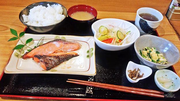 だいこん ( 練馬区旭町 or 成増 ) 焼魚定食 ( 鮭 )       2019/07/20