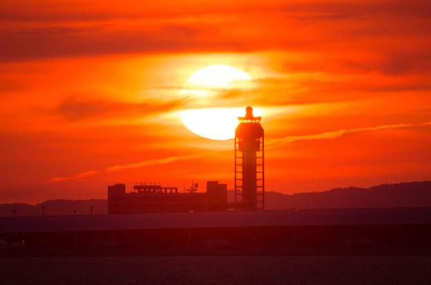 夕日と管制塔2