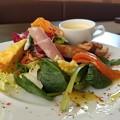 写真: 鮮やかなサラダ